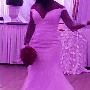 Customized wedding dress $2275 ❤️❤️❤️❤️